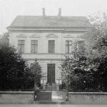 Ein Bild vom alten Pastorat in SchwarzWeiß - circa 1920 aufgenommen.