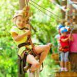 Spielende Kinder im Kletterpark Velbert